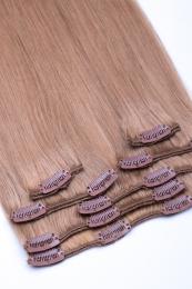 Dieses Bild zeigt die 7-teilige GlamXtensions Clip In Extensions Haarverlängerung mit 16 Clips in der Farbe #18 Dunkelblond in Großansicht