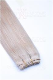 Dieses Bild zeigt die GlamXtensions Weft Extensions Haarverlängerung in der Farbe #24 Blond in Großansicht. Die echthaar Tressen Extensions sind in vielen verschiedenen Farben erhältlich.