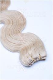 Dieses Bild zeigt die GlamXtensions Weft Extensions Haarverlängerung in der Farbe #60 Weißblond in Großansicht. Die echthaar Tressen Extensions sind in vielen verschiedenen Farben erhältlich.
