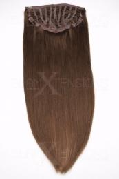 Dieses Bild zeigt die 1-teilige GlamXtensions Half-wig Extensions Haarverlängerung mit 10 Clips in der Farbe #06 Mittelbraun in Großansicht